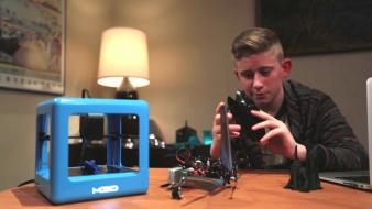 M3D Máy in 3D giá siêu rẻ - siêu nhỏ gọn - dễ sử dụng! 3D Printer