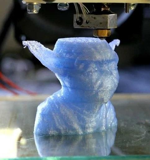 Phần rìa tai quá mỏng, lại không có support khi in 3D khiến cho nó bị bến dạng