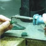 Bàn làm việc của thợ tạo mẫu sáp và một số dụng cụ tạo mẫu trang sức