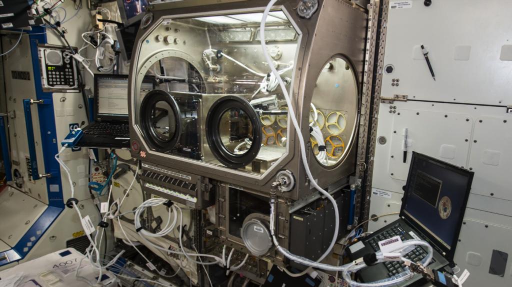 Hình ảnh máy in 3D trên trạm vũ trụ ISSHình ảnh máy in 3D trên trạm vũ trụ ISS
