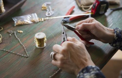 Chế tác trang sức, làm nữ trang thủ công, nghề thợ bạc