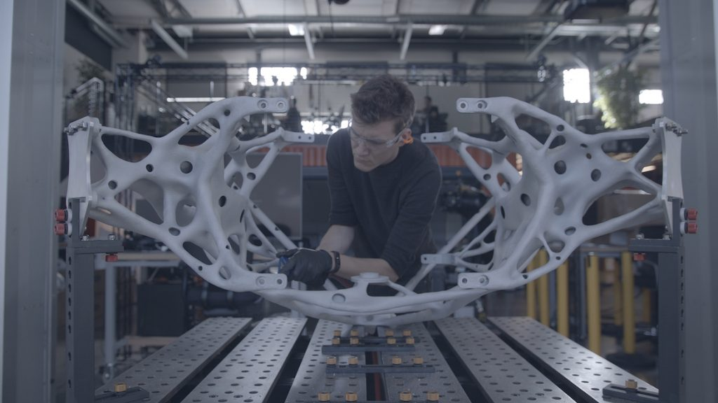 Chế tạo một sản phẩm có hình thù phức tạp để dùng trên trái đất đã khó khăn, điều này càng ghê gớm hơn, nếu đấy là thiết bị dùng trên các tàu vũ trụ. Đấy là thử thách màNASA's Jet Propulsion Laboratory đặt ra cho Autodesk.